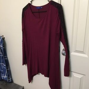 Tunic top with lace sleeve detail